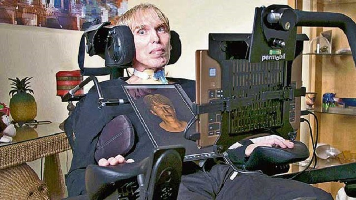 """Der Wissenschaftler Peter Scott-Morgan wird zum """"weltweit ersten vollständigen Cyborg"""" (Video)"""