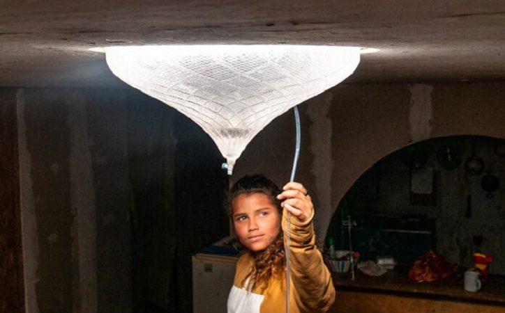 Wunderlampe für Slum-Bewohner entsalzt Wasser, erzeugt Strom und liefert Licht