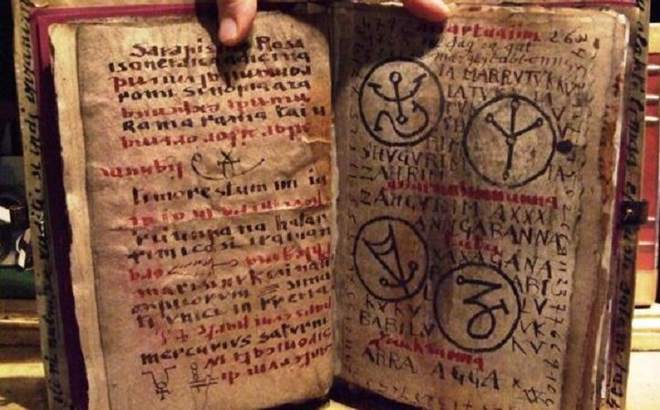 """Das Necronomicon: Das gefährliche und verbotene """"Buch der Toten"""""""